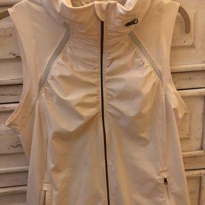 lululemon running vest - size 8 - off white